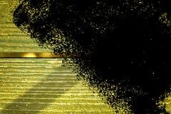 Knäckte träyttersida för ultra gul grunge för designmodell textur- eller mörkerbakgrund Royaltyfri Fotografi