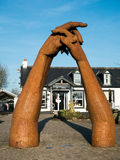 Knäppa fast händer på Gretna gräsplan Royaltyfria Foton
