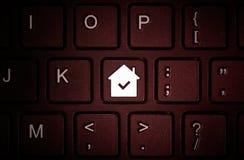 Knäppas med symbolet av huset på tangentbordet fotografering för bildbyråer