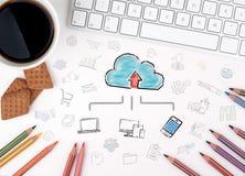 Knäppas på den moderna datoren skrivar med uttrycker partners på den Diagram med nyckelord och symboler Fotografering för Bildbyråer