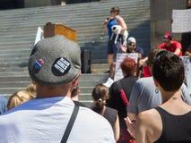 Knöpfe auf seinem Hut betreffend schwarze Leben sind von Bedeutung Lizenzfreies Stockbild