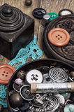 Knöpfe und Reißverschluss- und Nähenwerkzeug Lizenzfreie Stockfotografie