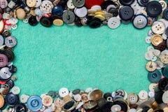 Knöpfen Sie Hintergrundstillleben mit dem Raum für Art und nähen, Handwerk Lizenzfreies Stockfoto