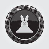 Knöpfen Sie mit weißem, schwarzem Schottenstoff - glückliches rabbiticon Lizenzfreies Stockfoto