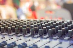 knöpft Ausrüstung zur Tonmeistersteuerung, selektiver Fokus, lizenzfreie stockbilder