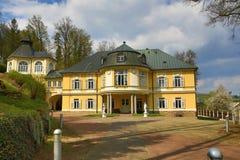 Kněžice是一座前城堡在此得名的村庄,部分森林风景在绝种村庄, Šumava,捷克 免版税图库摄影