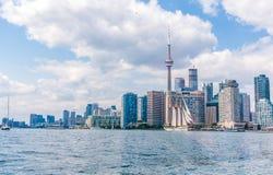 KN-Turm und im Stadtzentrum gelegenes Toronto, Kanada Stockfotos