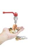 Knacka lätt på med pengar som faller på en vit bakgrund Fotografering för Bildbyråer