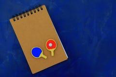 Knacka pong paddlar dagljus royaltyfria foton
