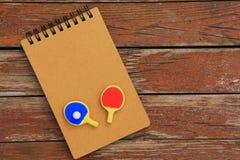 Knacka pong paddlar dagljus royaltyfri fotografi