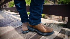 Knackande lätt på cowboy Boot arkivfilmer