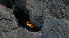 Knacken Sie im gefrorenen Lavafluss, resultierend aus Eruption flaches Tolbachik im Jahre 2012 stock footage