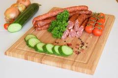Knackwurst tedesco, bratwurst crudo, salsiccie, Knackwurst, alimento Fotografia Stock