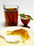 Knafah et thé en bon état photo stock