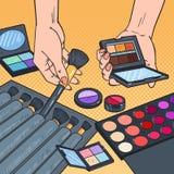 Knall Art Female Hands mit Kosmetik Berufsmake-upschönheit stock abbildung