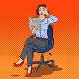 Knall Art Shocked Business Woman Reading eine Zeitung Falsche Nachrichten Lizenzfreies Stockbild