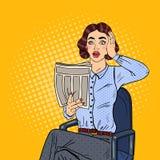 Knall Art Shocked Woman Reading eine Zeitung Falsche Nachrichten Stockfotografie