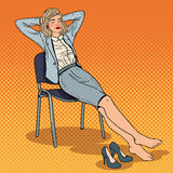 Knall Art Tired Business Woman Relaxing auf Stuhl Lizenzfreie Stockbilder