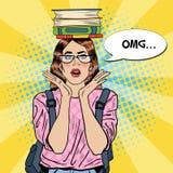Knall Art Woman Student mit Büchern auf ihrem Kopf Stockbild