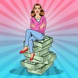 Knall Art Young Rich Woman Sitting auf einem Stapel Geld Lizenzfreies Stockfoto