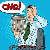 Knallen Sie Art Surprised Man Reading Newspaper und ergriff seinen Kopf Falsche Nachrichten Stockbilder