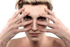 Knap androgeen model wat betreft gezicht royalty-vrije stock afbeeldingen