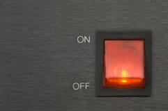 knapp av den röda strömbrytaren arkivbild