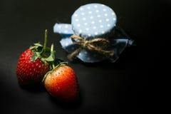 Knapp för jordgubbe två och blåtthonung Arkivbilder