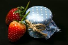 Knapp för jordgubbe två och blåtthonung Royaltyfria Bilder