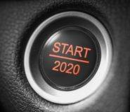 Knapp för motor för bil för nytt år för start 2020 röd royaltyfria foton