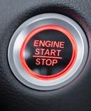 Knapp för motor för bil för startstopp glödande röd royaltyfri bild