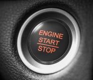 Knapp för motor för bil för startstopp röd arkivbilder