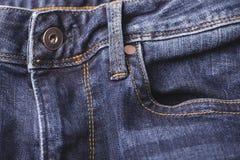 Knapp på en jeansfluga Arkivfoton