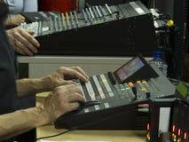 Knapp på kontrollbordtelevisionutrustningen Arkivfoton