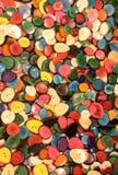 knappar som göras med, gömma i handflatan torkat frö och klipper för försäljningar i ethnen Fotografering för Bildbyråer