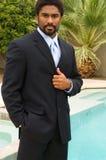 Knappe Afrikaans-Amerikaanse mens in kostuum stock fotografie