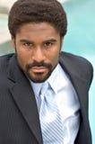 Knappe Afrikaans-Amerikaanse zakenman stock foto