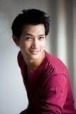 Knappe Aziatische glimlach Royalty-vrije Stock Foto's