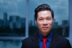 Knappe Aziatische zakenman stock foto