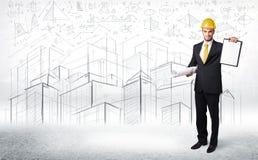 Knappe bouwspecialist met stadstekening op achtergrond Stock Afbeeldingen