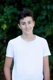 Knappe bruin-haired tiener Stock Fotografie
