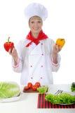 Knappe chef-kok met in hand Peper. Stock Fotografie
