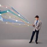 Knappe jonge mens die een telefoon met kleurrijke abstracte pijlen houden Stock Foto's