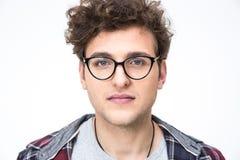 Knappe jonge mens in glazen Stock Foto's