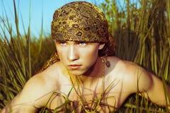 Knappe kerel in headscarf royalty-vrije stock foto