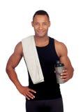 Knappe kerel het drinken proteïne na opleiding royalty-vrije stock foto