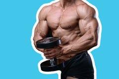 Knappe machts atletische mens die op dieet omhoog pompend spieren opleiden Royalty-vrije Stock Afbeeldingen