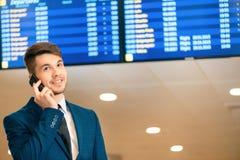 Knappe mens in de luchthaven Royalty-vrije Stock Afbeelding