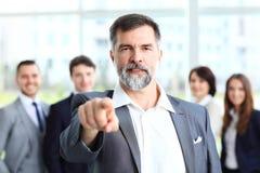 Knappe mens die zijn vinger richten op u Stock Afbeeldingen