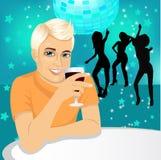 Knappe Mens het Drinken Wijn Stock Fotografie